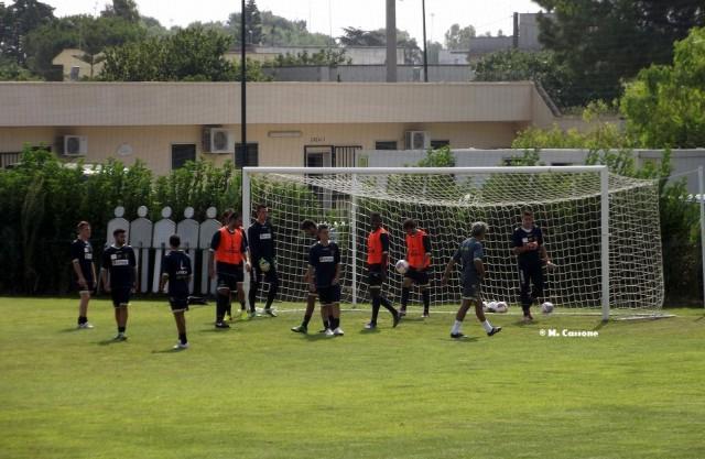 Il Lecce si allena a porte chiuse: Miccoli ancora in differenziato