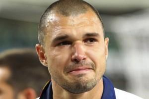 Valeri Bojinov ion lacrime dopo la retrocessione del Lecce in Serie B nella stagione 2011/2012