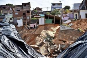 Foto Ansa, voragine favela