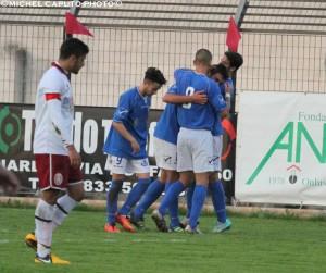 Albrizio e compagni festeggiano il temporaneo 0-1