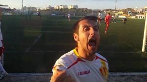 L'urlo di Lorenzo Legari, capitano del Gallo, dopo il gol
