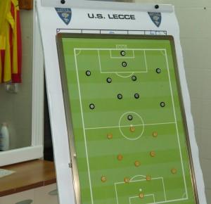 lavagna spogliatoi U.S. lecce Visita allo stadio febbraio 2015 lavagnetta spogliatoio Lecce