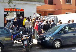 Tifosi Lecce in fila per acquistare i biglietti della semifinale play off col Foggia