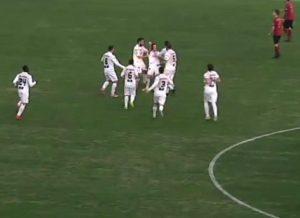 reggina-lecce-1-2-marconi-festeggiato-dai-compagni-dopo-gol
