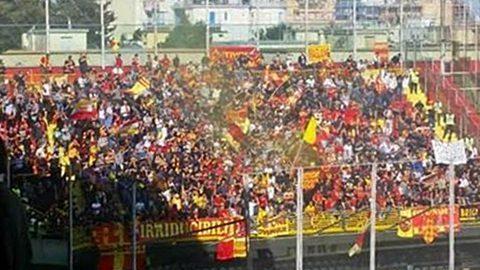 I tifosi del Lecce in massa a Brindisi