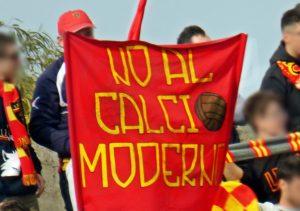 no-al-calcio-moderno-striscione-curva-nord-lecce