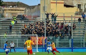 Gli Ultrà Lecce presenti a Siracusa