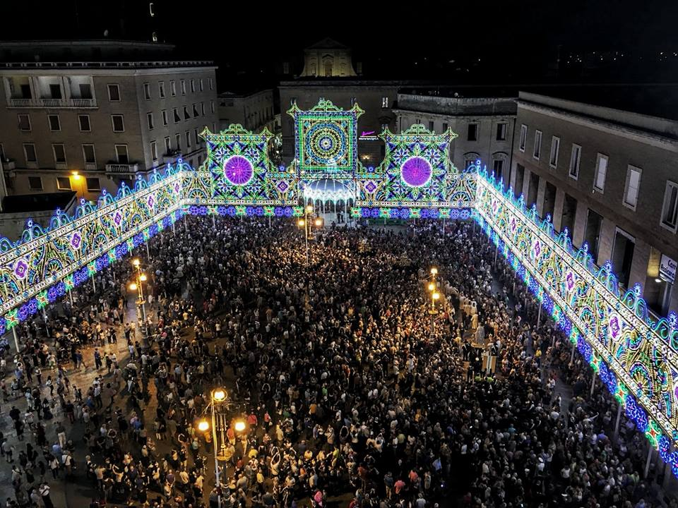 Festa di S. Oronzo: si chiude con Renzo Arbore e i fuochi d'artificio | Leccezionale Salento